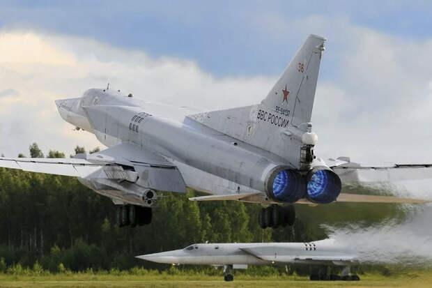 """Бомбардировщик Ту-22М3 провел испытания """"убийцы авианосцев"""""""