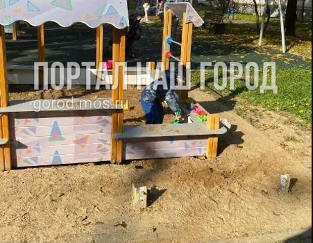 На Ферганской улице детская площадка перестала быть опасной для жизни
