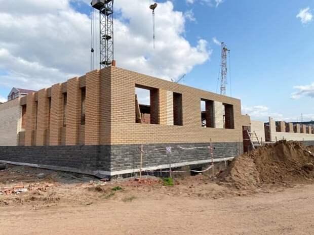 У строящейся детской поликлиники в Можге возвели стены первого этажа