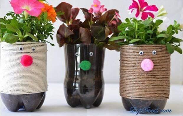 Кто-то пластиковые бутылки просто выбрасывает, а кто-то делает вот такие креативные кашпо для цветов!