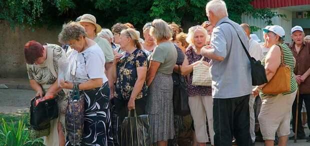 «Их интересует только пенсия»: украинский вице-премьер попрекнул стариков Донбасса соцвыплатами