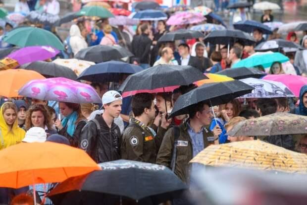 дождь зонтик горожане праздник толпа россияне горожане (2019)| Фото:ДИП Свердловской области