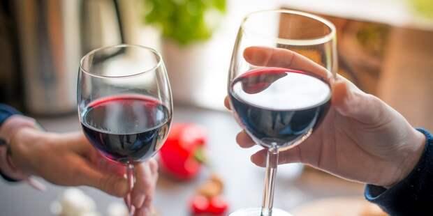 Российское вино могут начать продавать до полуночи