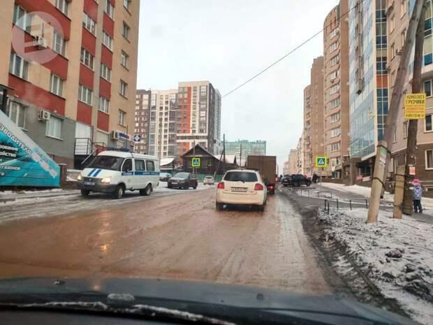 Улицу Нижнюю в Ижевске затопило водой
