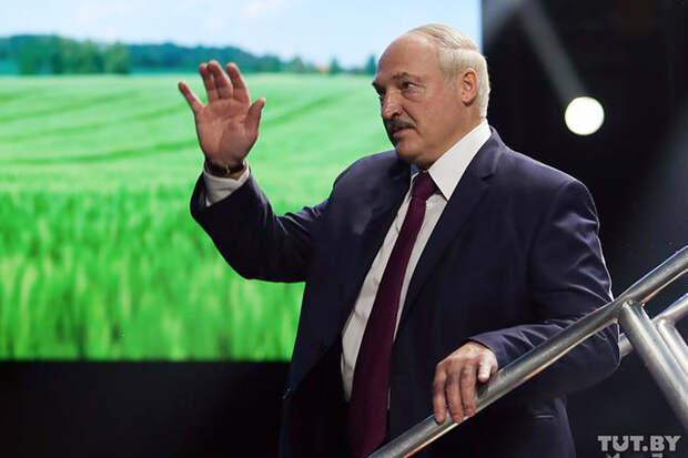 Лукашенко заявил о необходимости закрыть границы с Литвой и Польшей