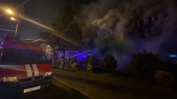 Жильцов дома вРостове «откачивали» после пожара