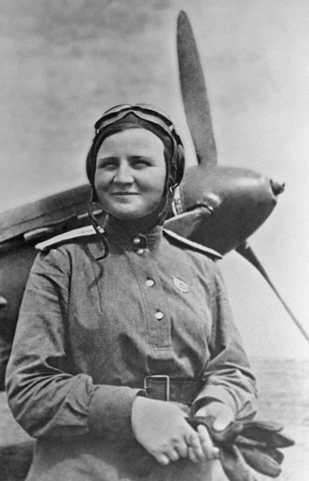 Екатерина Буданова - летчица 586 истребительного авиационного полка
