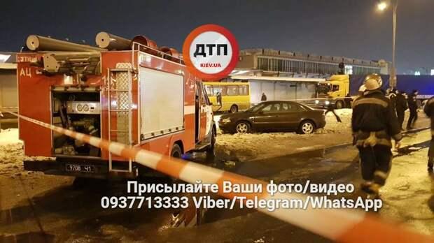 В Киеве у станции метро «Лесная» взорвали две гранаты 3
