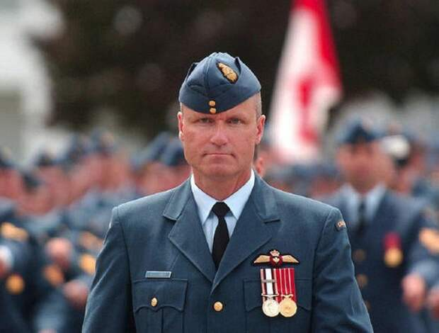 Сценарий для фильма ужасов: Рассел Уильямс офицер ВВС Канады