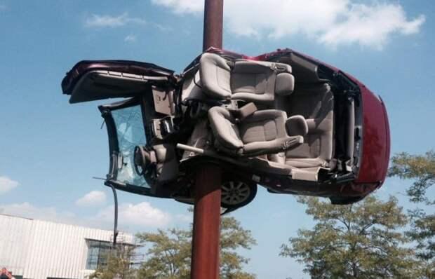 «Неудачница»: американка попала в 26 аварий и разбила десятки машин, но не по своей вине