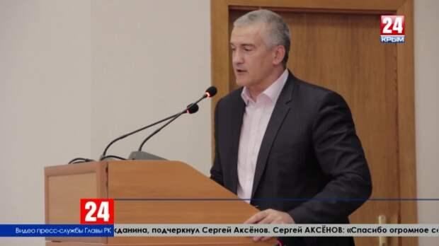 Глава Крыма Сергей Аксёнов поздравил с 95-летием ветерана контрразведки СМЕРШ