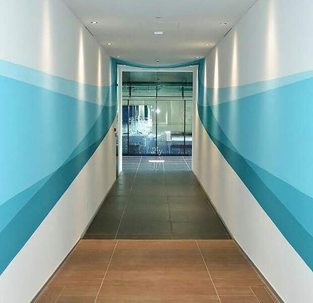 Окраска стен в длинном коридоре
