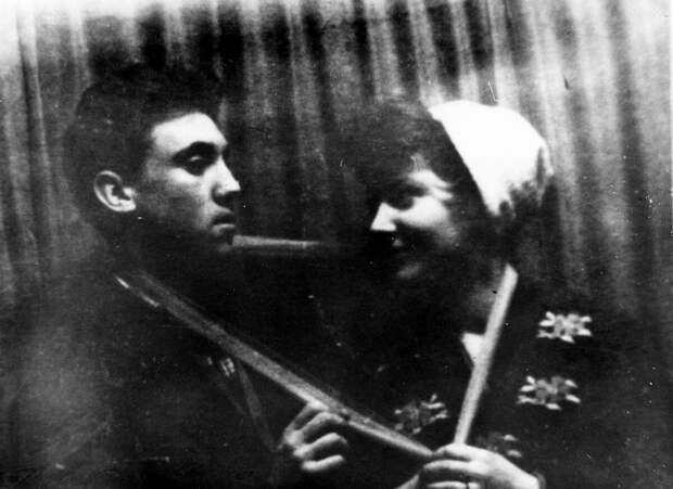 1958 - МХАТ, сцена В.Высоцкий и В.Ерохина