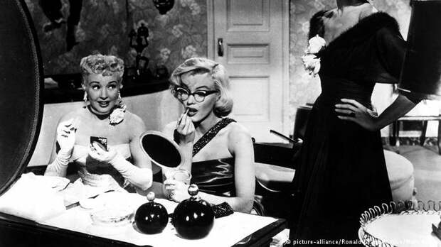 Scene from the film How to Marry a Millionaire (picture-alliance/Ronald Grant Archive/Mary Evans)