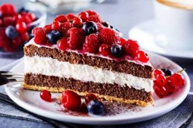 Черничный и черемуховый. Какие торты можно приготовить в июле