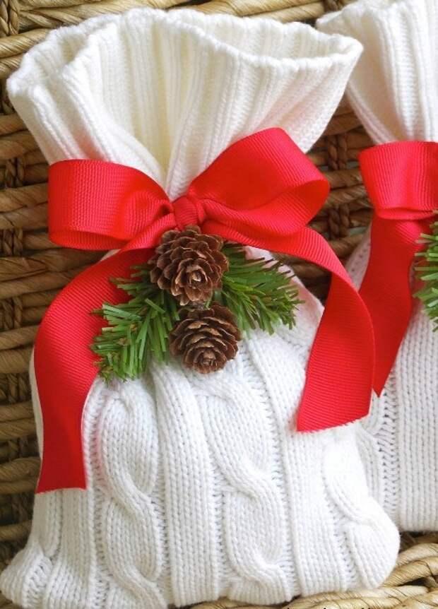 Новогодний мешочек для подарка из старого свитера.