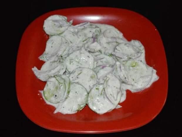Попробовала салат из огурцов по-немецки: теперь готовлю только его