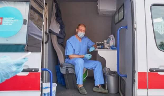 Возле метро «Митино» открыт мобильный пункт вакцинации от гриппа