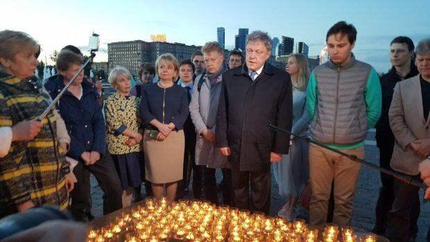 Пока Явлинский со свечками пиарился, Сергей Митрохин ему подпевал