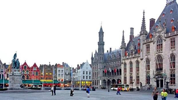 Рыночная площадь - главная достопримечательность Брюгге