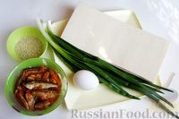 Фото приготовления рецепта: Слоёный пирог с килькой в томате - шаг №1