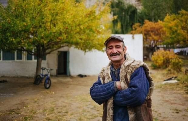 В сезон в поселках остаются только старики, женщины и дети жизнь простых людей, миграция, таджикистан