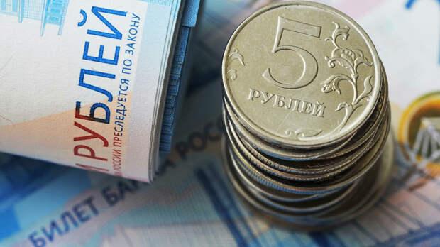 Банкноты номиналом 2000 рублей и монеты номиналом 5 рублей - РИА Новости, 1920, 14.09.2020