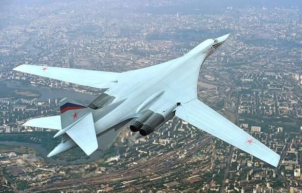 """Forbes рассказал о неожиданной """"атаке"""" российских Ту-160 на американские авиабазы в Исландии"""