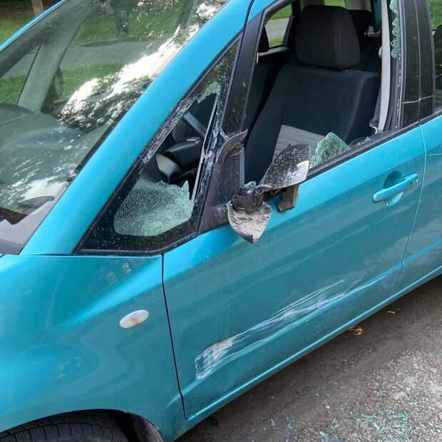 На улице Демьяна Бедного «Мазда» получила повреждения на ровном месте