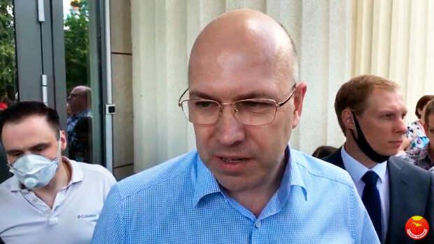 По мнению адвоката Платошкина Обозова, суд принял необъективное решение оставив его подзащитного под арестом