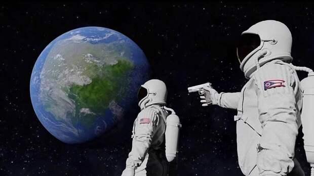 Мем сдвумя космонавтами