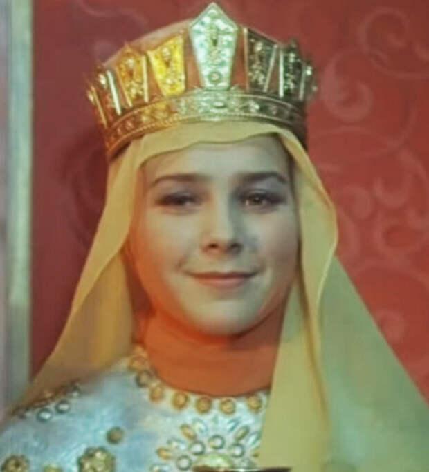 Лариса Голубкина в образе царицы