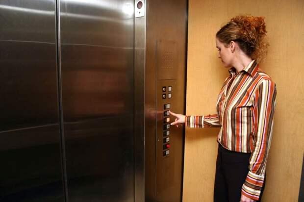 Хорошо, если можно ездить на лифте одному. |Фото: brighthorizons.com.