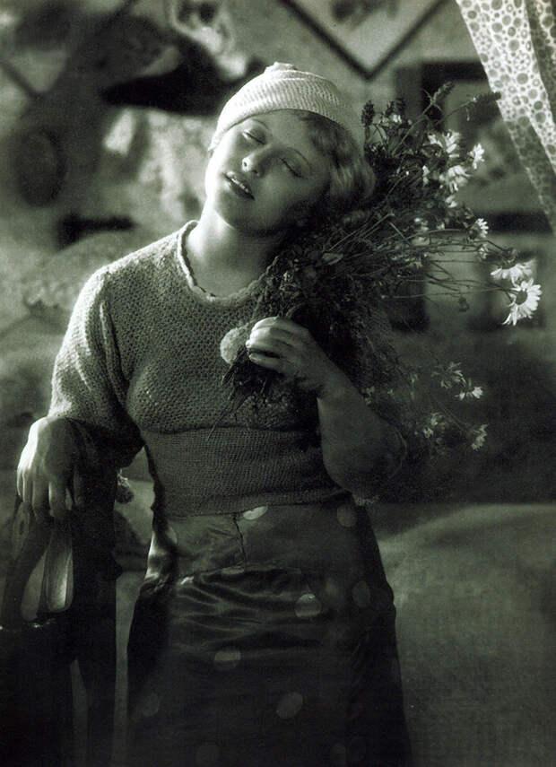 "Янина Жеймо в роли Кики в кинокартине Александра Зархи и Иосифа Хейфица ""Горячие денечки"". Ленфильм, 1935 год. Фото из архива Я.Жеймо-Костричкиной."