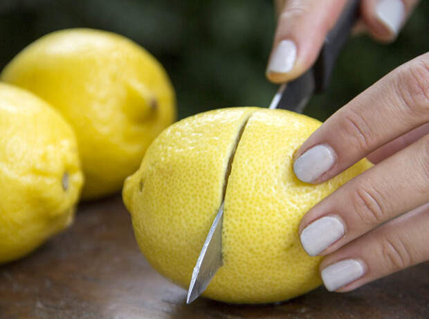 Картинки по запросу cut lemons and keep them in your bedroom this will save your life