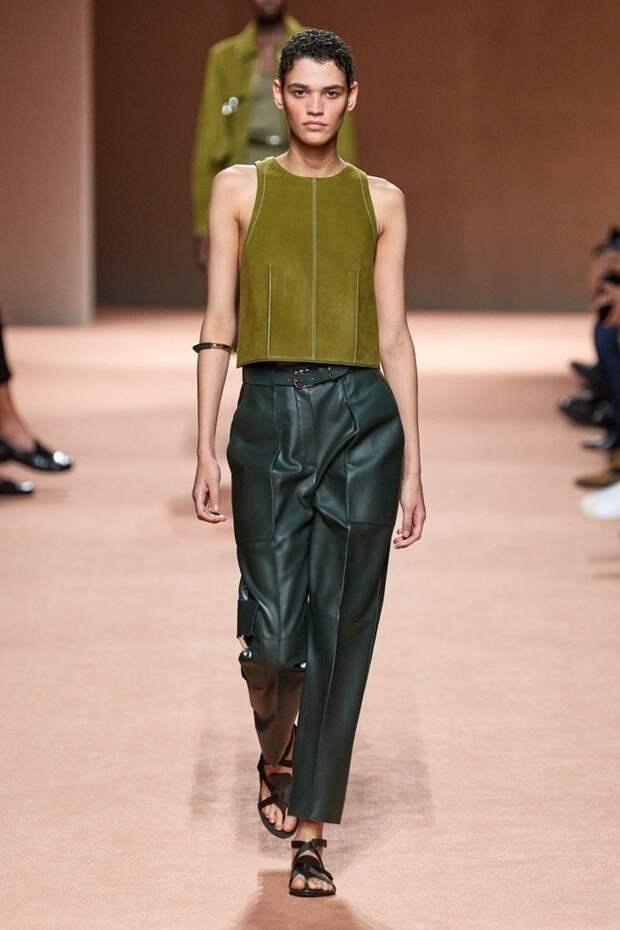 Цветная кожа весной 2021: что и как носить, чтобы выглядеть стильно