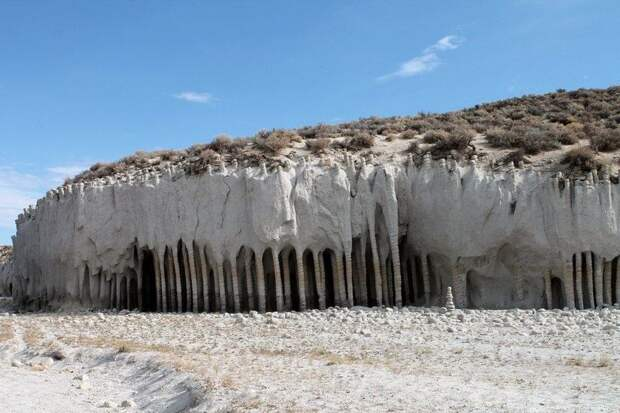 Загадочные колонны озера Кроули в Калифорнии
