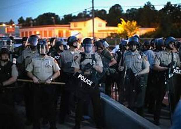 Фергюсон, Миссури, США, погромы, Майдан, бунт, полиция Фото: AFP
