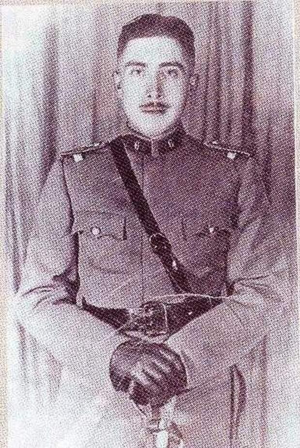 Фото 3. Аугусто Пиночет в 1933 году.jpg