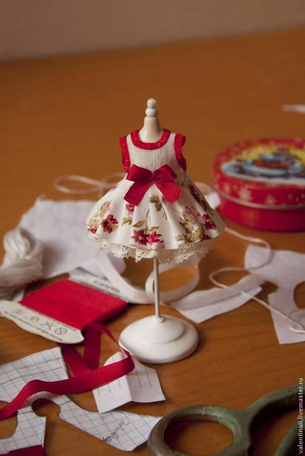 Шьем платье на маленькую куклу