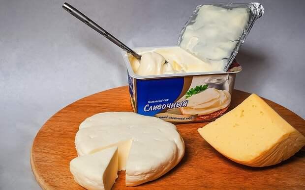 В плавленых и некоторых твердых сырах содержится много жира. / Фото: thecheese.ru