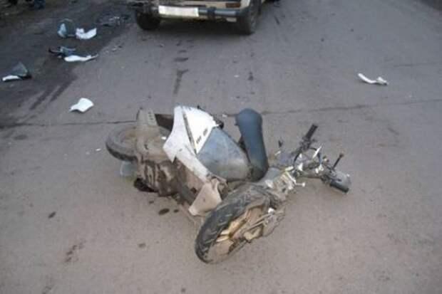 Иномарка сбила два скутера с детьми в Подмосковье