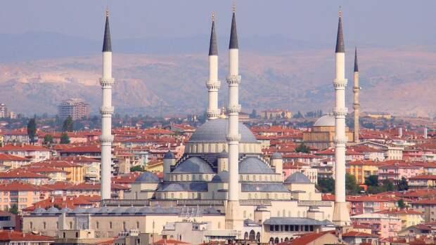 Анкара заверила, что не поддерживает ни одну из сторон в отношениях России и Украины