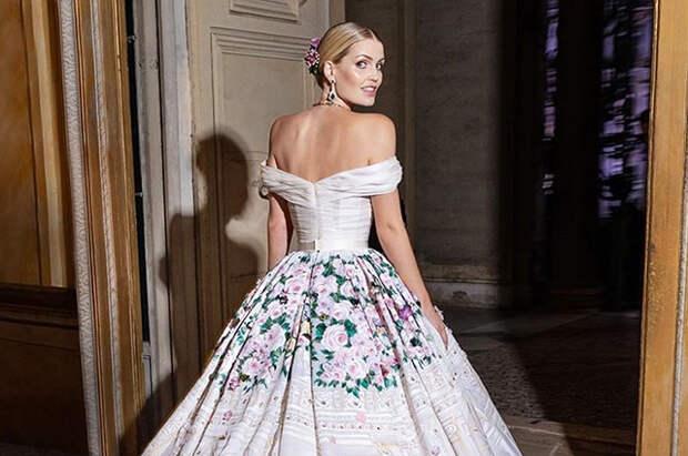 В сети появились новые фото со свадьбы Китти Спенсер: рассматриваем пять праздничных образов невесты