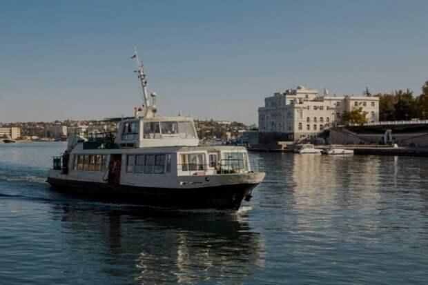 В Севастополе бессрочно прекратили движение паромов и катеров