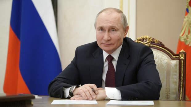 Путин заявил о необходимости развития студенческого туризма в России