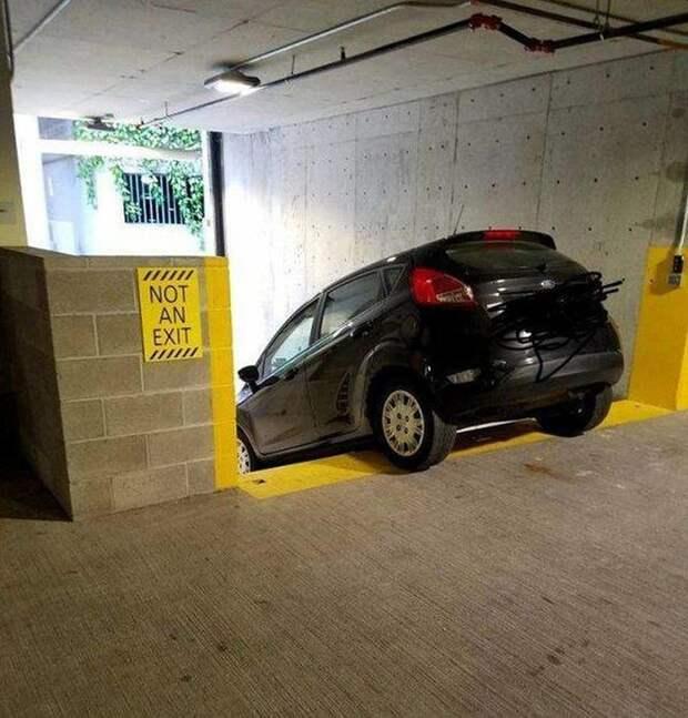 4. Когда не умеешь читать, происходит всякое. авто, водители, не до смеха, нелепая ситуация, смешно, фиаско