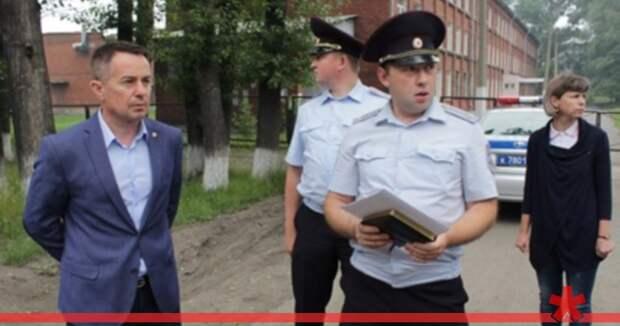 Мэр города в Кузбассе написал заявление на американскую туристку, которая его сфотографировала