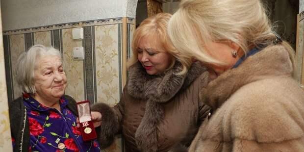 """""""За мной вся Керчь"""": чиновница в шубе передумала увольняться и назвала критиков """"московскими троллями"""""""