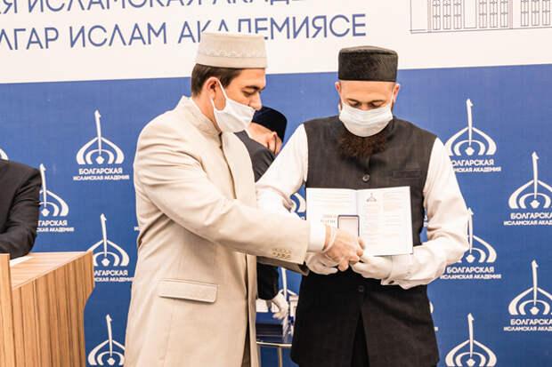 Булгарская академия выпустила первых магистров исламских наук